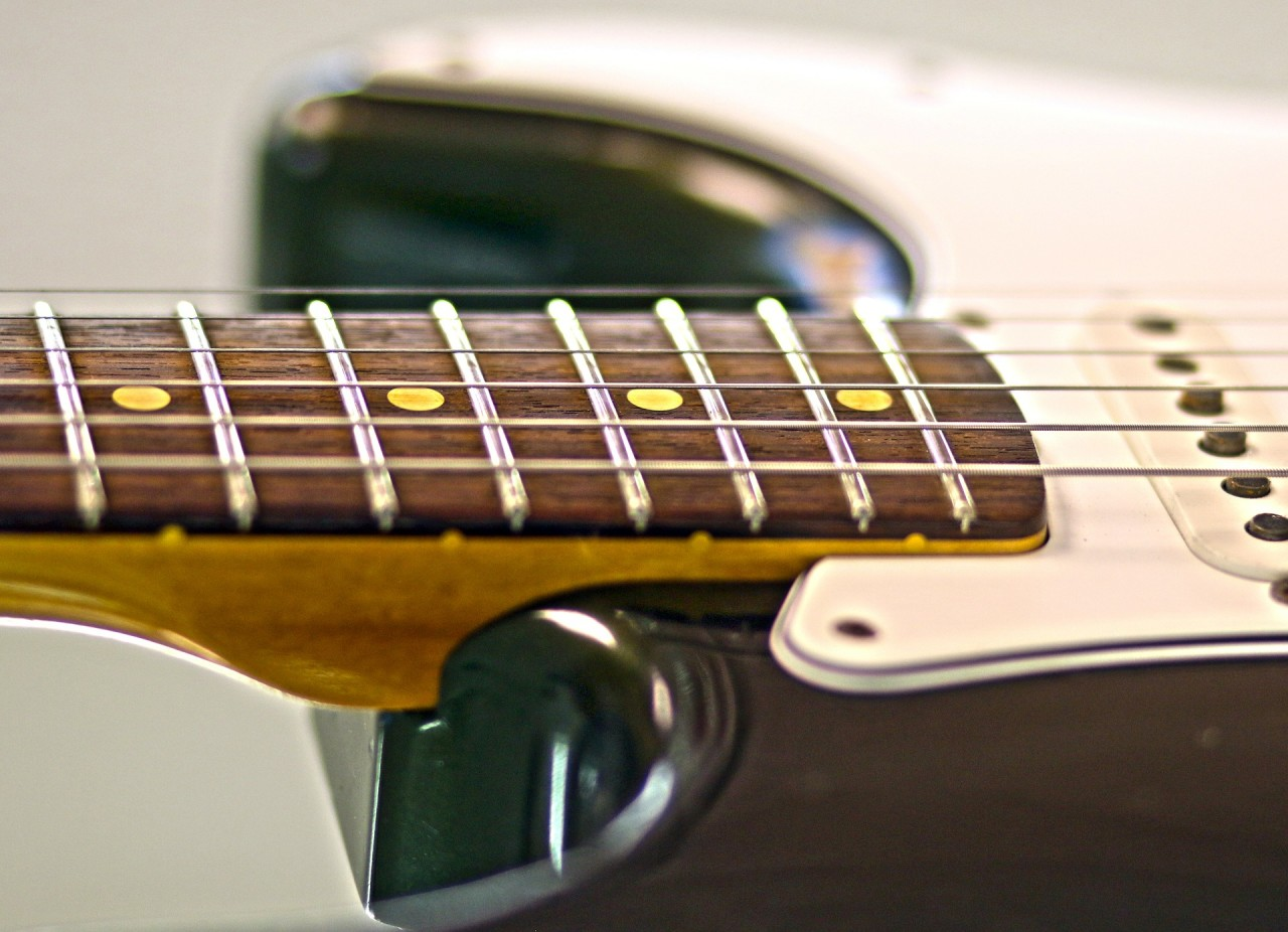 electric-guitar-566579_1920