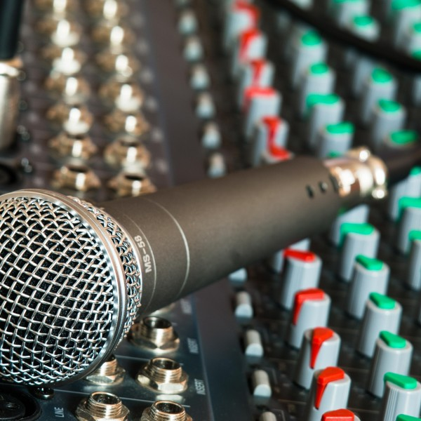 microphone-626032_1920