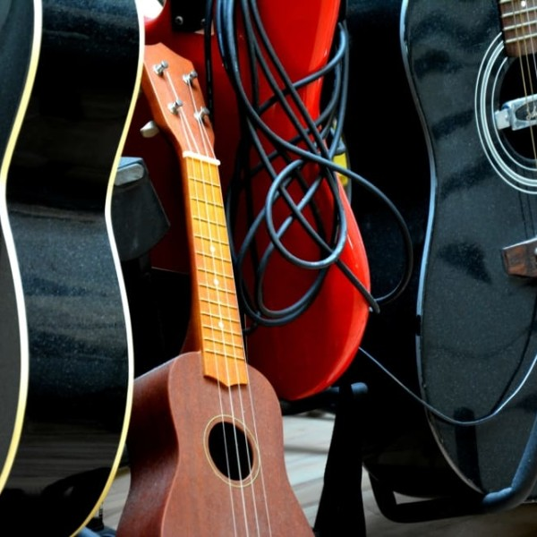 guitars-ukulelle-instruments-studio-wallpaper-preview